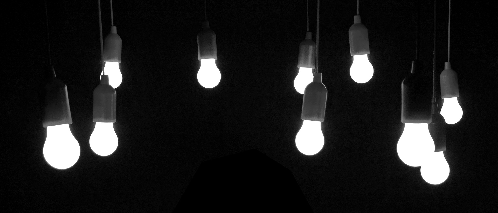 light-bulbs-1764490_1920